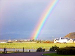 Regenbogen ueber Stirling in Schottland