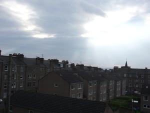 Die Sonne wacht auf in Dundee